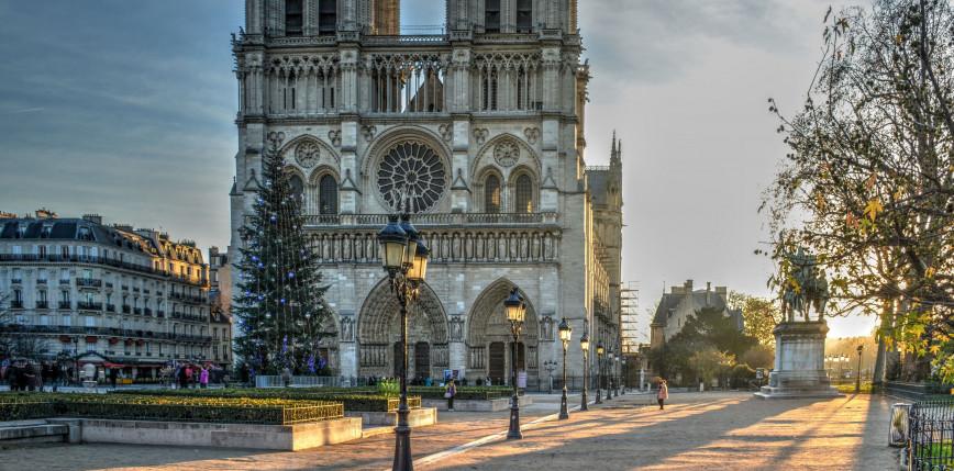 Paryż: plac Notre-Dame został zamknięty z powodu zbyt wysokiego stężenia ołowiu
