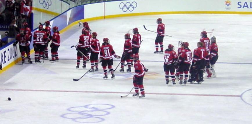Hokej - MŚ: dwa gole w 17 sekund, Kanadyjki za plecami Amerykanek