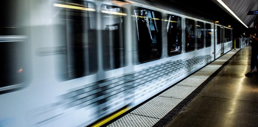 Francja: kontrole paszportów covidowych m.in. w pociągach i na dworcach