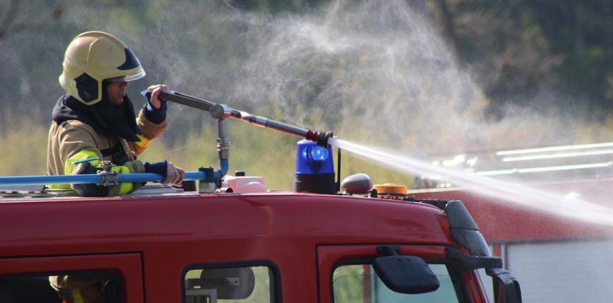 Śląskie: duży pożar w hali magazynowej