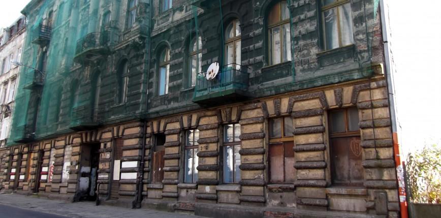 Łódź: śmierć młodej kobiety wskutek wypadnięcia z balkonu