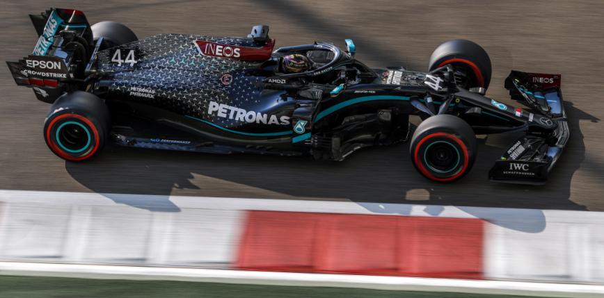 Formuła 1: Mercedes najszybszy podczas dwóch piątkowych treningów