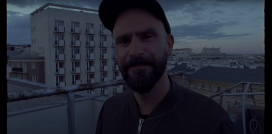 """""""Ballady i protesty"""" - poznaliśmy okładkę i tracklistę płyty Fisz Emade Tworzywo"""