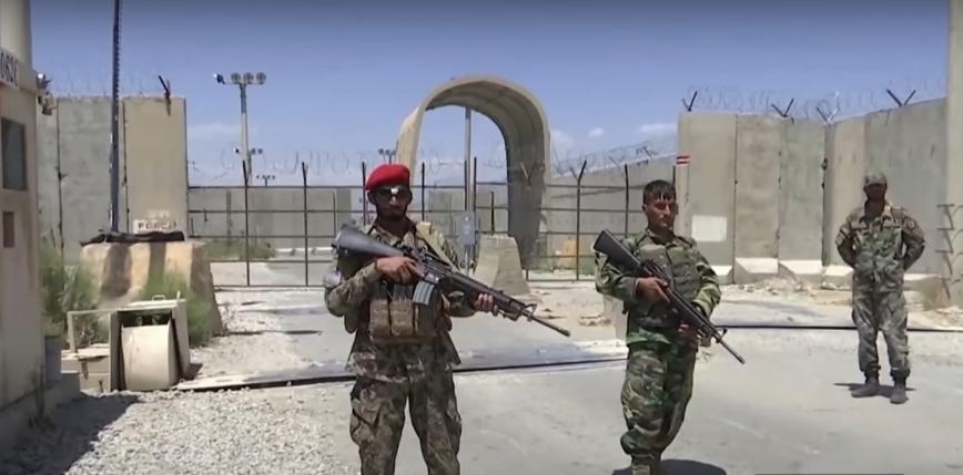 Afganistan: rząd wprowadza godzinę policyjną, aby powstrzymać talibów