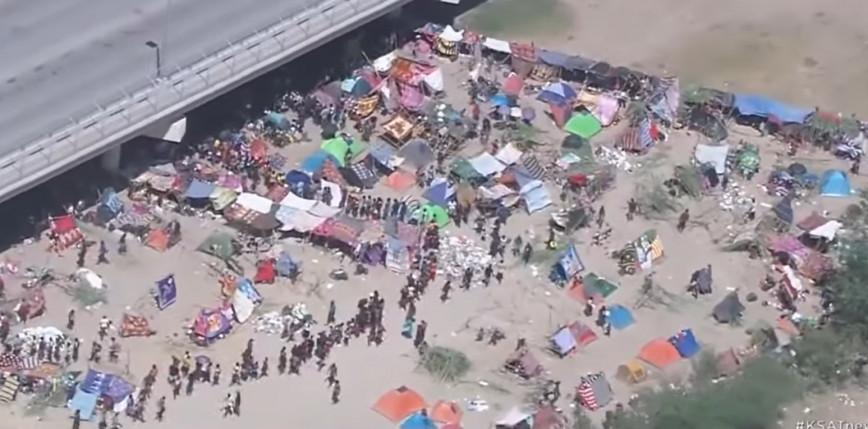 USA: zamknięto mosty na granicy z Meksykiem. Powodem tysiące  koczujących migrantów